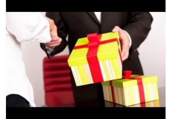 Nên chọn gì làm quà biếu sếp